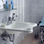 Barriere-freier Waschtisch für Rollstuhl
