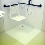 Duschtasse mit Stuhl